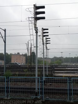 Sygnalizatory powtarzające w peronach dworca Łódź Kaliska